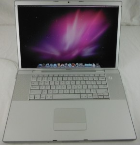 Apple Macbook Pro 17in 10